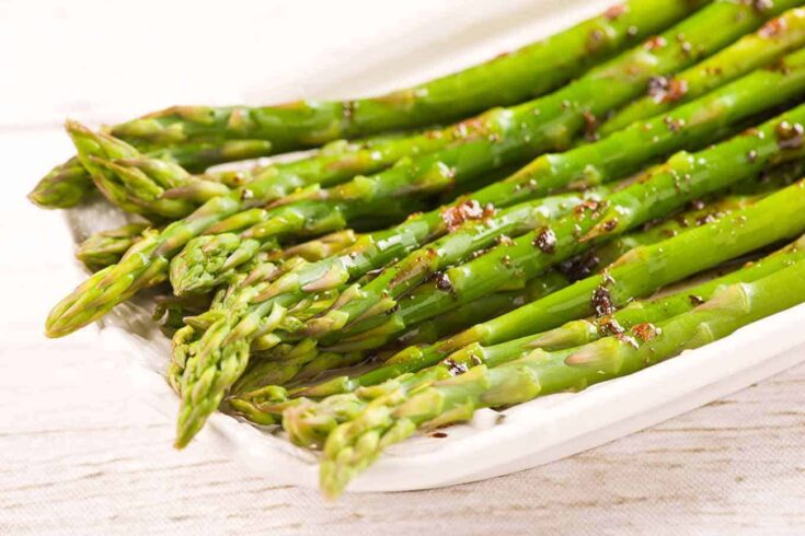 This is a deliciously easy side dish of tender, steamed asparagus drizzled with a combination of brown butter and balsamic vinegar. #steamedasparagus #asparagus #vegetables #sidedish
