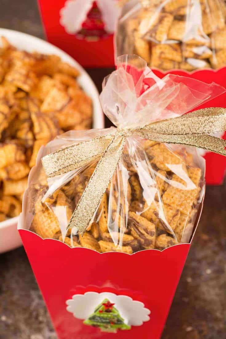 This easy recipe for sweet Chex mix is a buttery tasting combination of caramel, butter and chocolate chips. #snacks #chexmix #chocolate