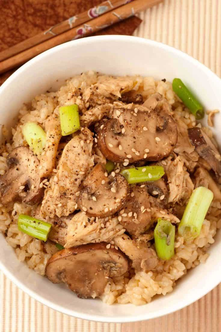 This simple rice bowl recipe is topped with tender chicken and a silky Korean-inspired sauce made with mushrooms, garlic, scallions, and egg. #chickenrecipe #chickenmushroombowl #chickenandrice