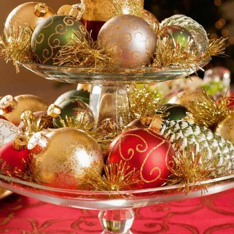 DIY Table Decor: A Nostalgic 1960s Christmas