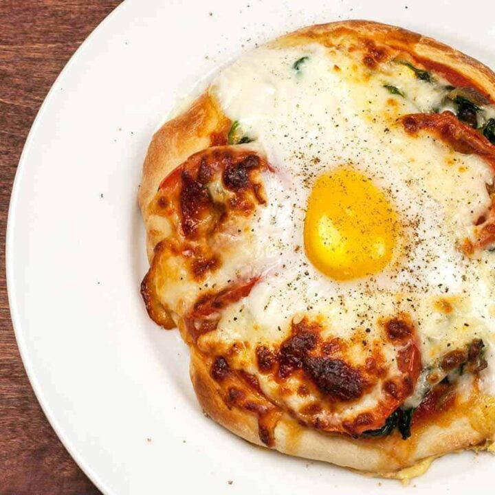 Mini Spinach Pizzas with Egg