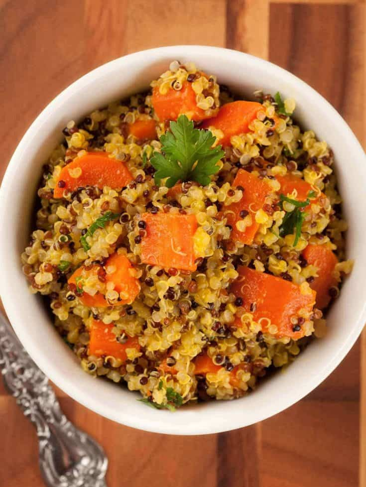 This orange-infused combination of carrots and quinoa is a healthy, hearty side dish that goes really well with roast chicken, pork, or salmon. #quinoarecipes #quinoa #carrots #sidedishes