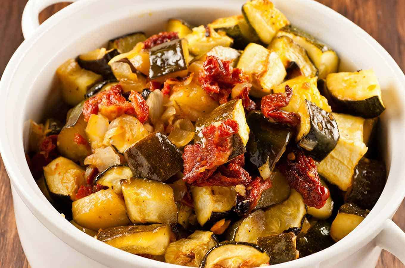 Braised zucchini with tomatoes. The most delicious recipes 61