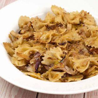 Pasta with Cabbage, Radicchio and Garlic