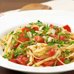 Pasta with Uncooked Tomato Sauce