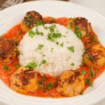 Pan-Seared Scallops with Roasted Red Pepper Sauce