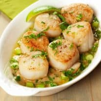 Seared Scallops with Garlic Ginger Cream Sauce