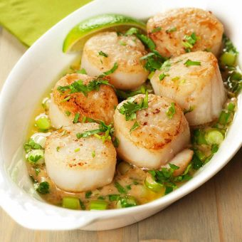 Seared Scallops With Garlic-Ginger Cream Sauce