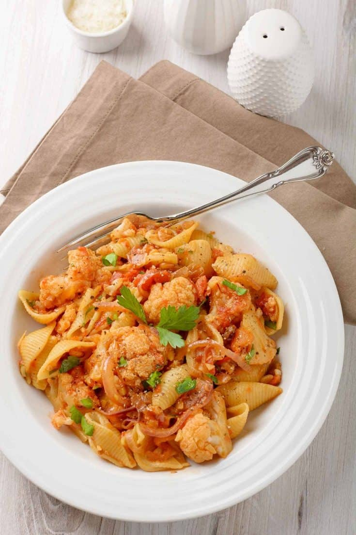 Traditional Sicilian ingredients like anchovies, pine nuts, saffron and raisins make Sicilian pasta with cauliflower a delicious choice for an easy meatless dinner. #pasta #pastawithcauliflower #cauliflower