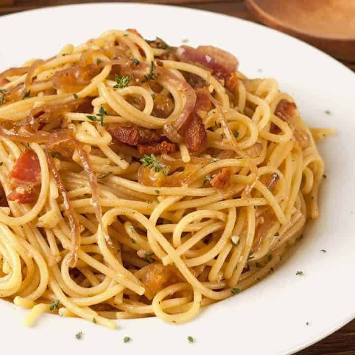Spaghetti with Bacon, Onion and Thyme Recipe