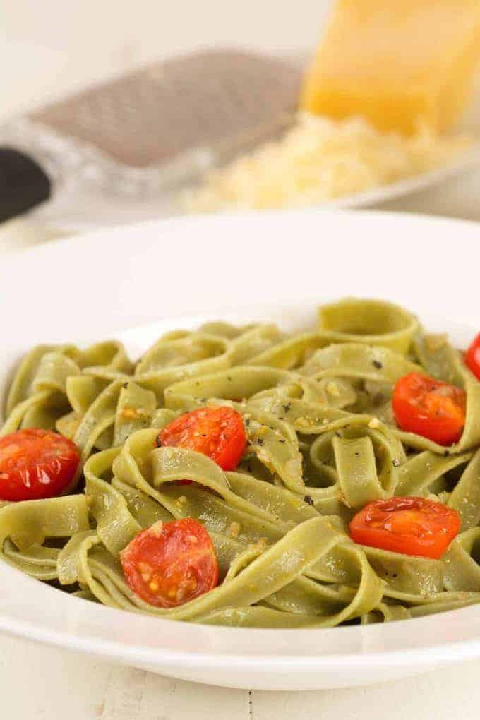 Spinach Fettuccine with Fresh Tomatoes and Garlic