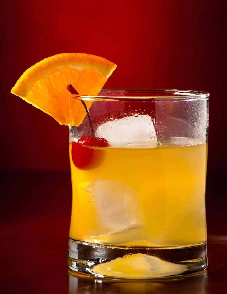 The Whiskey Sour is an iconic cocktail made with a simple blend of bourbon whiskey, fresh lemon juice and sugar. #cocktails #whiskeysour