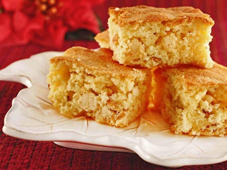 These rich, buttery, white chocolate brownies are flavored with amaretto and toasted almonds. They make a delicious dessert and are particularly good with espresso. #whitechocolatebrownies #brownies #blondies